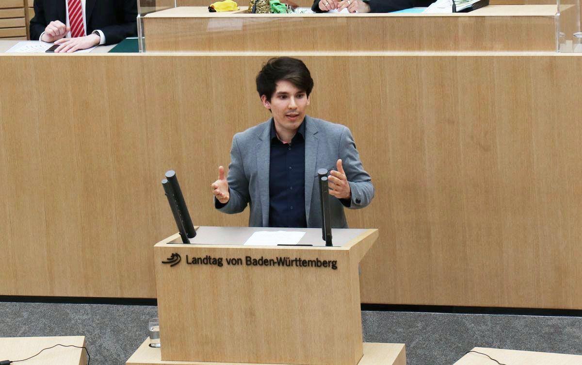 Alexander Salomon spricht im Landtag.